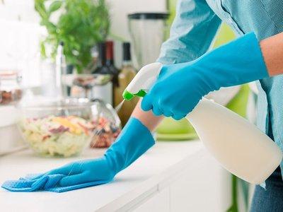 Salud recuerda importancia de desinfectar objetos y superficies para evitar el contagio