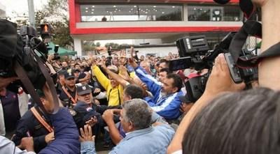 Taxistas imputados tras violenta manifestación