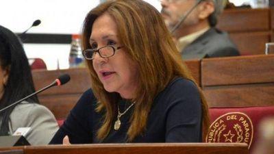 Zulma Gómez : Se debe importar terapistas