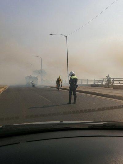 Bomberos urgen de insumos para seguir combatiendo el fuego en zona de la Costanera
