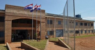 La Nación / Reemplazan al director de la cárcel de Misiones tras contagio de 19 guardias con el COVID-19