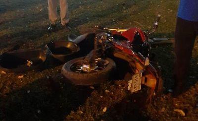Motociclista queda grave tras chocar contra un poste en Ciudad del Este