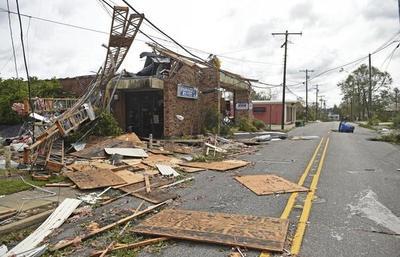El huracán Laura dejó 15 muertos en EE.UU. y miles se quedan sin electricidad