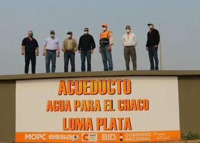 Inició la distribución de agua potable a unos 80.000 pobladores en el Chaco