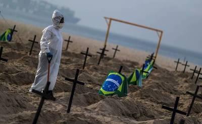 Brasil llega a 120.828 muertes por COVID-19 con algunas de sus playas llenas