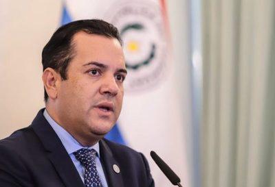 Ministro de Agricultura anuncia su renuncia y retorno al Senado