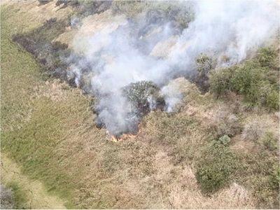 Buscan a presuntos responsables del incendio en la Costanera