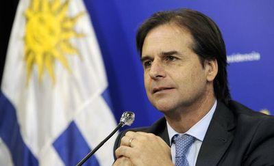 """Lacalle confirma asuntos """"por resolver"""" de acuerdo Mercosur-UE tras hablar con Merkel"""