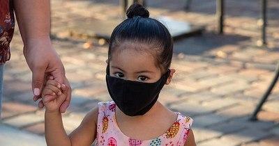 La Nación / Médicos piden a padres cuidarse para evitar contagiar a niños con COVID-19