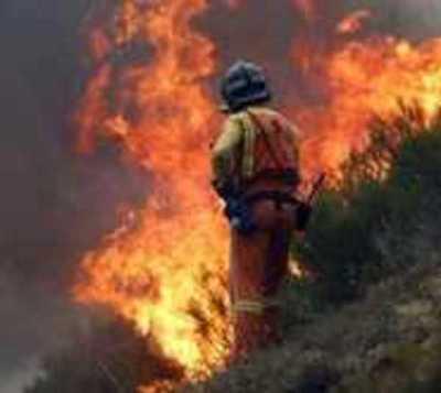 Bomberos controlan incendio de gran proporción en el Bañado Sur