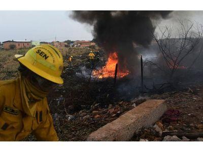 Un incendio de gran magnitud afectó  parte del Bañado Sur