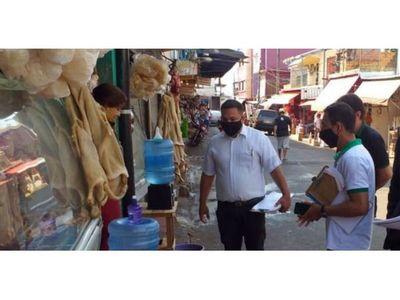Notifican a comerciantes por arrojar basura a la calle en  mercado de CDE