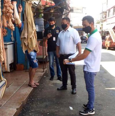 Notifican a comerciantes del Mercado por arrojar residuos en el asfalto