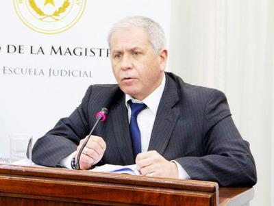 Denuncian a juez por persecución