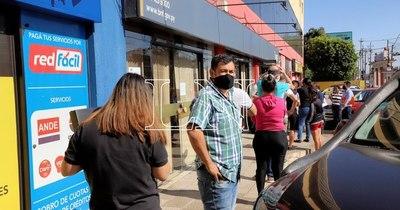 La Nación / Escalada de contagios por COVID-19 golpeó al empleo en agosto, señala especialista