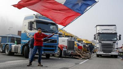Del 'Todos somos camioneros' a 'Camioneros, vergüenza nacional': la protesta que divide a Chile