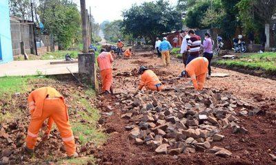 Municipalidad de CDE continúa la reparación de empedrados