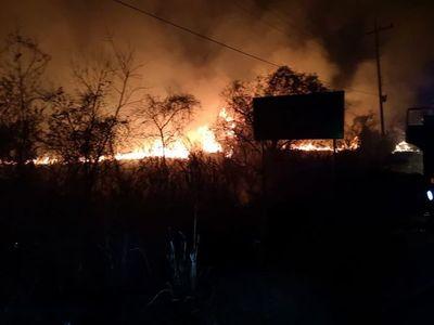 Incendio de pastizales en zona de cantera de Ypacaraí