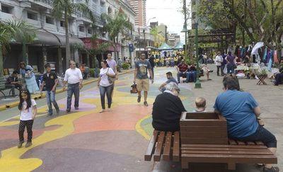 Intendente a favor de  calles peatonales para reactivación