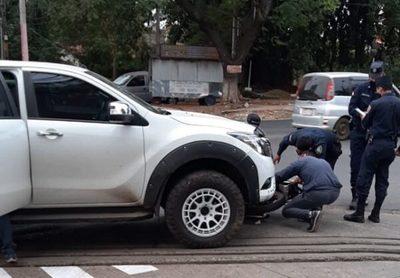 Conductor embiste contra motochorros y facilita captura