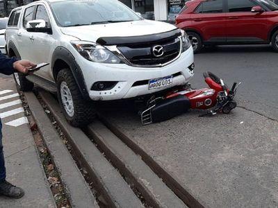 Justiciero anónimo vio asalto y atropelló a dos motochorros