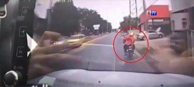Conductor justiciero: Atropelló a supuestos motochorros tras presenciar robo