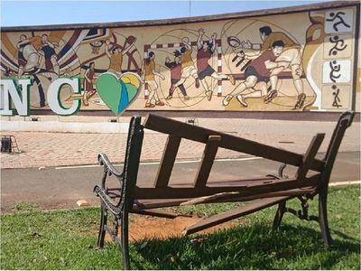 Buscan evitar destrucciones en plazas y parques en Presidente Franco