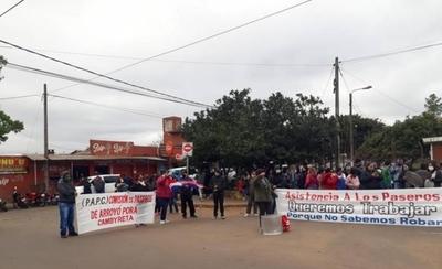 HOY / Encarnación: Trabajadores de frontera protestan y exigen asistencia del Gobierno
