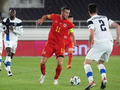 Bale aguanta el primer tiempo, Gales gana en el segundo