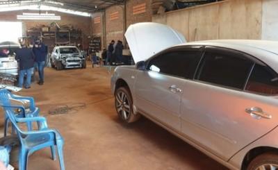 Presunto desarmadero de vehículos robados es allanado en el Km 10
