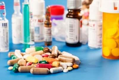 Covid-19: Salud advierte que automedicación retrasa consultas y complica cuadros