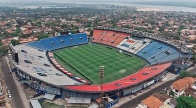 Vuelve a rodar el balón en el estadio Defensores del Chaco luego de 9 meses