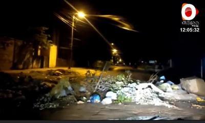 Arrojaron basura frente al Cementerio de Coronel Oviedo – Prensa 5