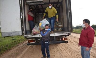Familias de San Cosme reciben kits de alimentos