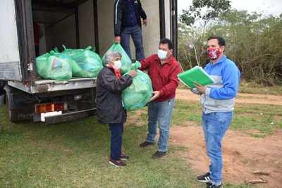 Familias vulnerables de Puerto Carrizal-Itapúa reciben kits de alimentos