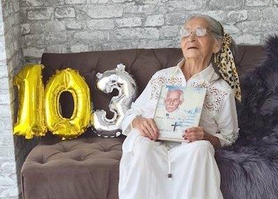 Crónica / Vieja ¡tu abuela!: Miss Primavera celebró 103