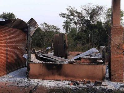Como desafiando al Gobierno, grupo armado quema estancia en Yby Yaú