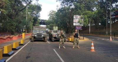 La Nación / CDE: Gremios se manifiestan contra el Gobierno y piden apertura del puente