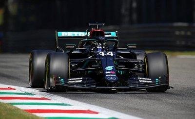 Hamilton logra la 'pole' en Monza escoltado por su compañero Bottas
