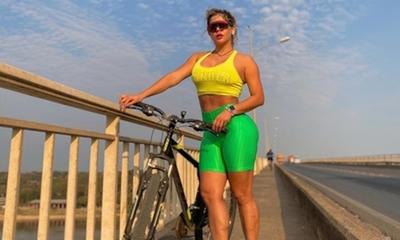 Simone Villar salió a bicicletear y paró el tránsito