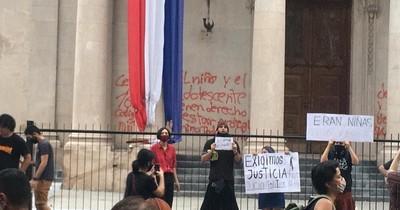 La Nación / Manifestantes dañan el Panteón Nacional de los Héroes