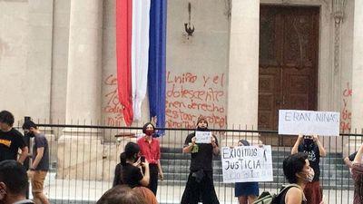 Iglesia pide paz ante muerte de niñas y vandalismo en el Panteón