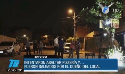 Delincuentes intentan asaltar pizzería y uno de ellos acaba herido