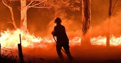 La Nación / Incendio forestal obliga a evacuar a decenas de personas en el norte de California