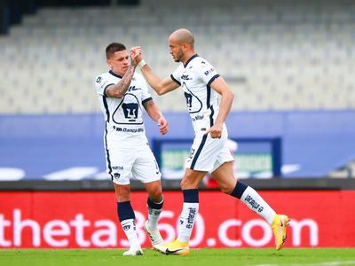 Carlos González anota en la goleada de Pumas