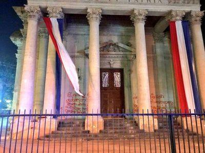 Repudio masivo por actos vandálicos contra el Panteón de los Héroes