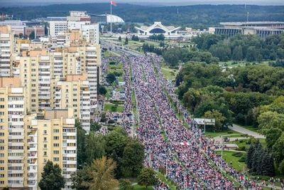 Decenas de miles de manifestantes a las puertas del palacio de Lukashenko