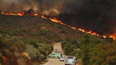 Más de 200 personas evacuadas en helicóptero por un nuevo fuego en California