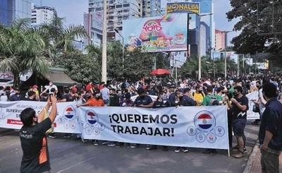 Miles de comerciantes de CDE salieron a las calles exigiendo soluciones ante grave crisis