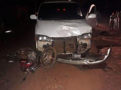 Choque frontal deja a un motociclista lesionado
